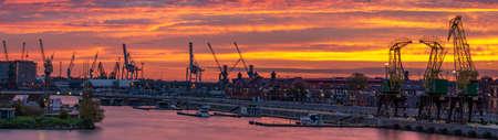 Old cranes on riverside boulevards in Szczecin at sunrise. Szczecin, West Pomeranian, Poland Standard-Bild