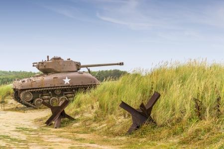 Ein WW2 Sherman-Panzer auf Utah Beach Normandie
