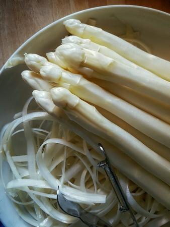 white asparagus: Shelled white asparagus