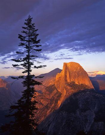 Half Dome photographed from Glacier Point in Yosemite National Park, California. Reklamní fotografie