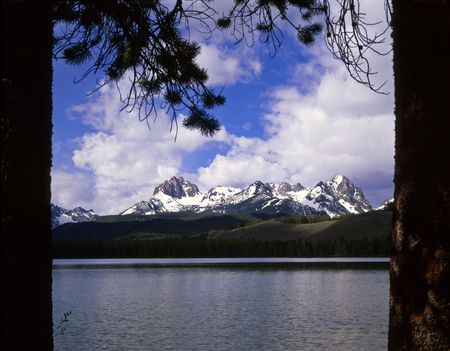 sawtooth national forest: Little Red Fish Lake & the Sawtooth Mountains in the Sawtooth National Forest of Idaho.