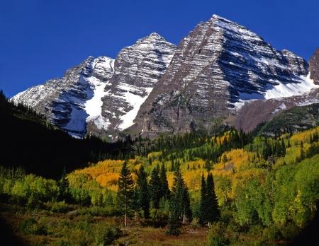 gemelas: La Maroon Bells White en el Bosque Nacional de R�o Colorado.