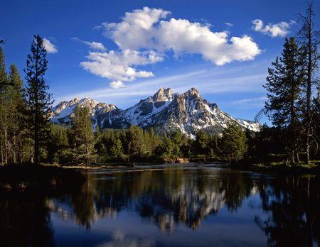 national forest: Mt. McGown en el bosque nacional del sawtooth de Idaho. Foto de archivo