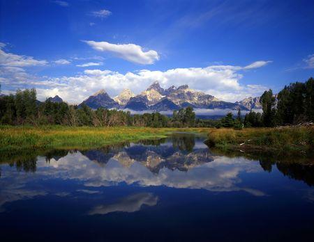 The Teton Range reflecting in the Snake River, at Schwabachers Landing, in Grand Teton National Park, Wyoming. Reklamní fotografie