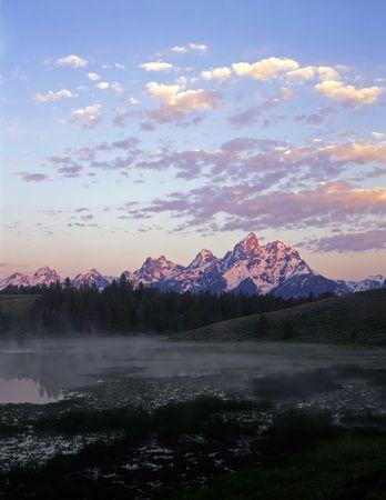 teton: Un stagno e il Grand Teton catena montuosa in Grand Teton National Park, Wyoming.