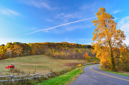 Autumn on the Blue Ridge parkway in Virginia Stock Photo - 106960894