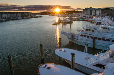 Beautiful sunset over Rudee Inlet Marina in Virginia Beach, Virginia 新闻类图片