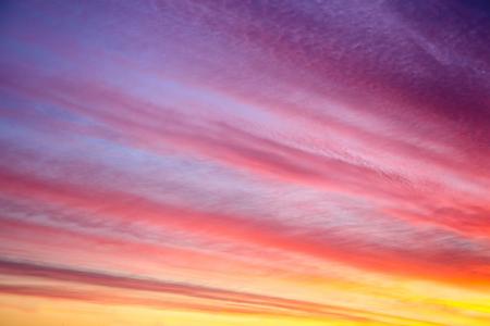 Beautiful sunset or sunrise background.  Dawn. Sky with clouds Standard-Bild