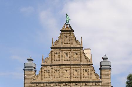 stare miasto: TORUN, POLAND - JULY 7, 2009: Gable of the Collegium Maximum building of the Nicolaus Copernicus University with the statue of fortune at the top
