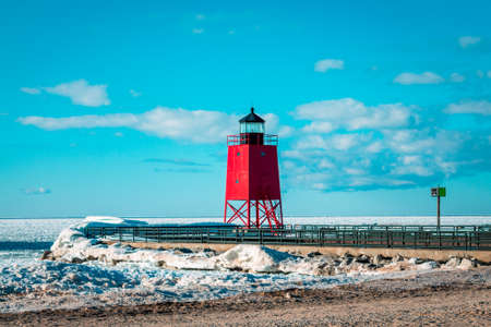 Charlevoix Michigans lighhouse during the winter 版權商用圖片