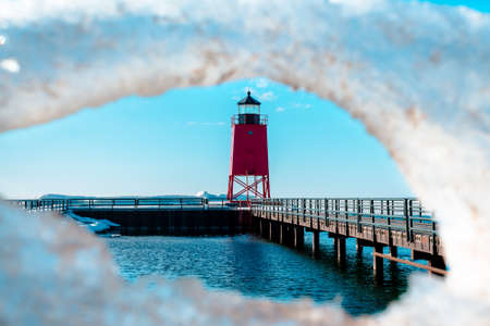 Spring thaw at Charlevoix Michigans South Pier Lighthouse 版權商用圖片