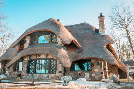 Mushroom house in Charelevoix Michigan during the winter 新聞圖片