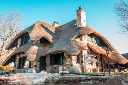 Mushroom house in Charlevoix Michigan in the winter 新聞圖片