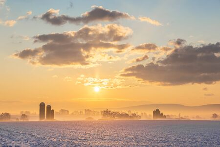 Winter Sunrise Over a Pennslvania Farm Stockfoto