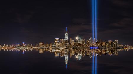 ライトメモリアル反射パノラマでニューヨーク市トリビュート 写真素材