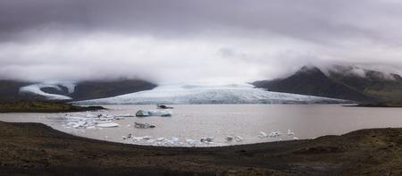 Fjarsarlon Iceberg Lagoon panorama in Iceland 스톡 콘텐츠 - 102547514