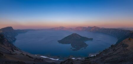 Panoramic view from Hillman Peak at sunset overlooking Crater Lake and Wizard Island Stock fotó