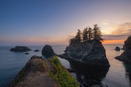 Vibrant sunset from Samual H. Boardman Scenic Corridor in Oregon. Standard-Bild