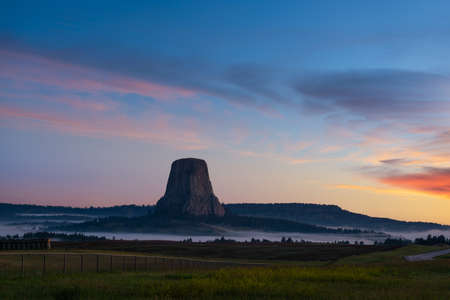 Morning fog at dawn in Devils Tower in Wyoming Stock fotó