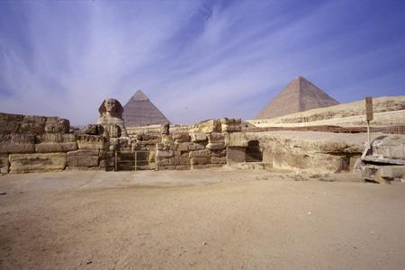 esfinge: Esfinge, las Pir�mides de Giza, Egipto.
