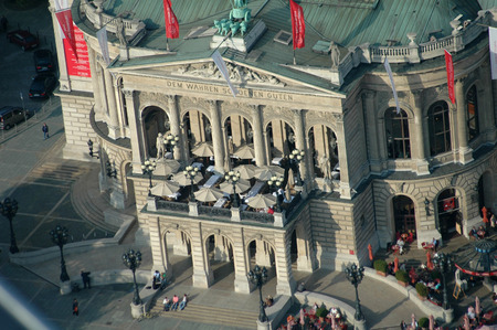 oper: Alte Oper, Frankfurt am Main. Editorial