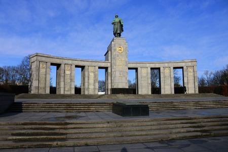 17: Soviet War Memorial, Strasse des 17. Juni, Berlin-Tiergarten.