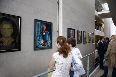 registrar: Visitors from the Registrar Portraits - open house at the Federal Chancellery on 24 July 2008, Berlin-Tiergarten.