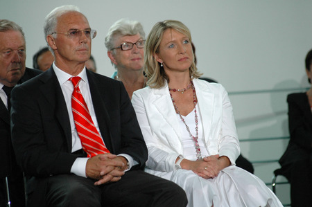 organizing: Franz Beckenbauer, Heidi Burmeister (now Beckenbauer) - Services for FIFA and the organizing committee of the 2006 Football World Cup, 7th July 2006 the Federal Chancellery, Berlin-Tiergarten.
