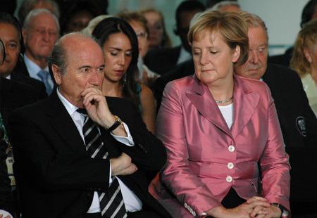 football world cup: Sepp Blatter, BKin Angela Merkel - Reception for FIFA and the organizing committee of the 2006 Football World Cup, 7th July 2006 the Federal Chancellery, Berlin-Tiergarten.