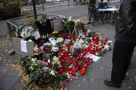 apparently: Impressions - sorrow for the murdered Jonny K., who at the weekend by a group by men - had been killed, Rathauspassagen, Alexanderplatz, 17. October 2012, Berlin - apparently for no reason.