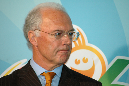 franz: Franz Beckenbauer - Presentation of Additional value  For the Sport Review 2006  and a memorial coin in the Federal Chancellery on 8 February 2006, Berlin-Tiergarten.