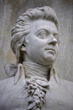 amadeus mozart: Escultura Wolfgang Amadeus Mozart, compositores Memorial, Tiergarten, 12 de diciembre 2013 de Berl�n-Tiergarten.