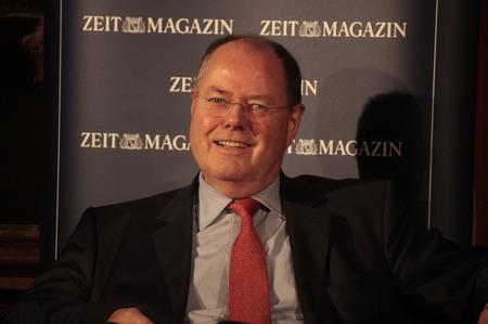 """peer to peer: Peer Steinbrueck - Evento """"99 preguntas en vivo: Moritz von Uslar, Peer Steinbrueck, dice"""" (organizado por la revista Time), sal�n de baile de Clrchen 11 de diciembre de 2012 en Berl�n."""