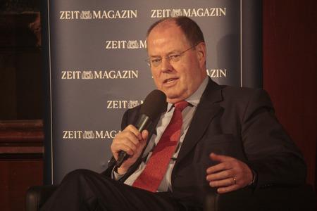 """peer to peer: Peer Steinbrueck - Evento """"99 preguntas en vivo: Moritz von Uslar, Peer Steinbrueck, dice"""" (organizado por la revista Time), salón de baile de Clrchen 11 de diciembre de 2012 en Berlín."""