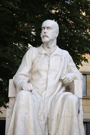 robert: Bust: Robert Koch, Charite, Berlin-Mitte. Editorial