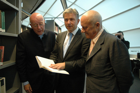 klaus: The president of the Free University Dieter Lenzen, Klaus Wowereit, the British star architect Norman Foster - ceremonial opening of the Philological Library of the Free University of Berlin (FU) on 14 September 2005, Berlin-Dahlem  - opening of the libr