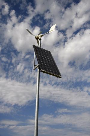 serviceable: Solar and wind power in Nierstein, Rheinhessen.
