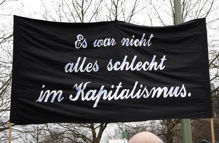 """capitalismo: """"No fue nada mal en el capitalismo"""" - Impresiones de la demostraci�n """"No va a pagar por su crisis"""", el 28 de marzo de 2009, Berl�n-Mitte"""
