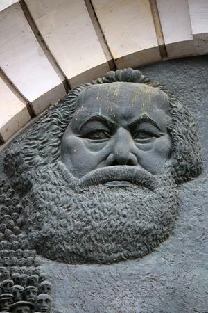 karl: Karl Marx-Relief, Berlin-Mitte. Editorial