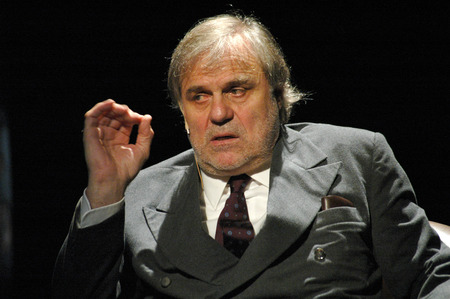 josef: Josef Bierbichler theater production quotwood battlesquot