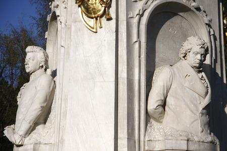 amadeus mozart: Ludwig van Beethoven, Wolfgang Amadeus Mozart memorial en Berlin39s Tiergarten. Editorial