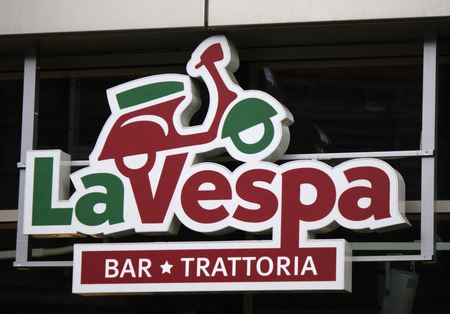 "vespa piaggio: Marca: ""La Vespa"", Berlino."