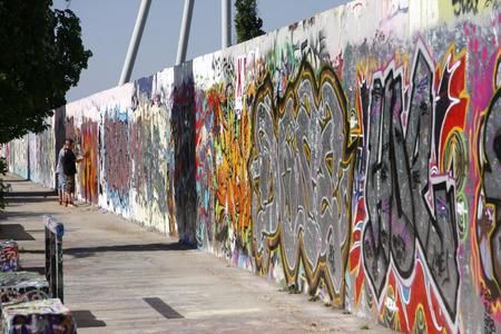 mauer: Grafitties at Mauer park, Berlin-Prenzlauer Berg. Editorial
