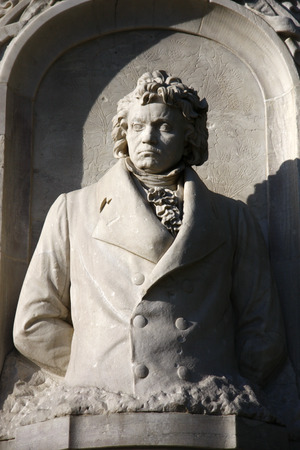 beethoven: Ludwig van Beethoven - monument in Berlins Tiergarten.