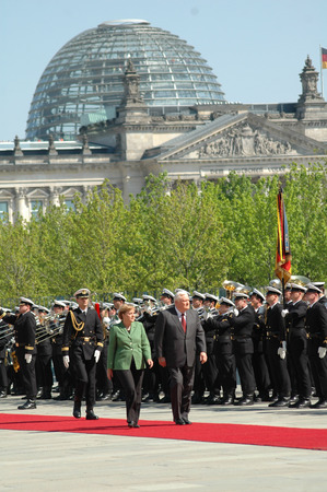 honors: Angela Merkel, Alrirdas Brzauskas - Reception of the Lithuanian Prime Minister with military honors on 10 May 2006 at the Federal Chancellery, Berlin-Tiergarten.