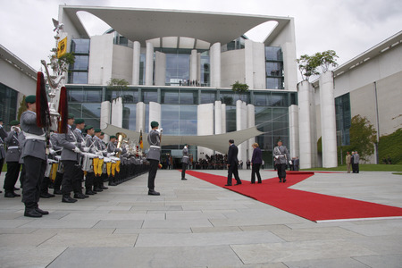 chancellerie: Nouri al-Maliki, Angela Merkel - Reception of Iraqi Prime Minister by the Chancellor with military honors, July 22nd 2008, the Federal Chancellery, Berlin-Tiergarten. �ditoriale