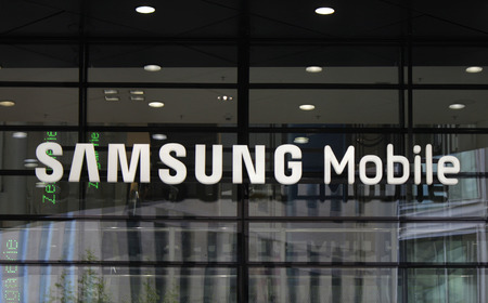 Markenname: Samsung Mobile. Editorial