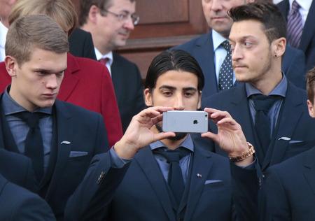 matthias: Matthias Ginter, Sami Khedira, Mesut zil - receive the German national team at the Federal President Bellevue Palace, November 10, 2014 in Berlin-Mitte.