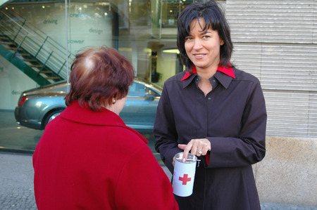 presenter: Presenter Maybrit Illner in fundraising for the Red Cross and its auxiliary project for the victims of the devastating seaquake tsunami in Southeast Asia on 8 January 2005 Unter den Linden, Berlin-Mitte.