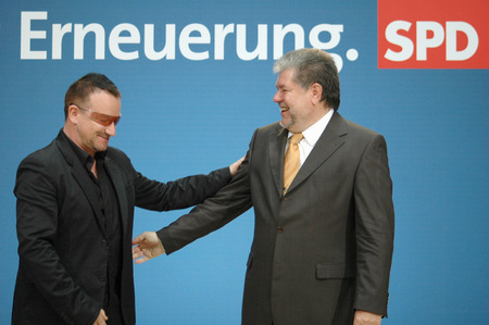 bono: Bono, whose real name: Paul Hewson David, Kurt Beck - Meeting of the Irish singer of the band U2 and co-founder of the organization DATA with the SPD Presidium on 14 May 2007, Willy-Brandt-Haus, Berlin-Kreuzberg.